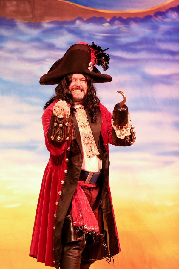 Mark Ryan in Lythgoe Family Panto's PETER PAN AND TINKER BELL – A PIRAT Photo